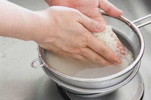 Khi nấu cơm, chỉ cần thêm 2 thứ này đảm bảo cơm ngon, dẻo mà không bị dính-1