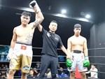 Xúc động khoảnh khắc Trương Đình Hoàng chính thức đeo lên người chiếc đai lịch sử, làm rạng danh boxing Việt tới toàn thế giới-9