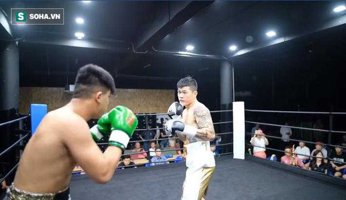 Trương Đình Hoàng chê võ sĩ Hàn Quốc quá yếu, cố ý nương tay mà đối thủ vẫn phải xin thua-2
