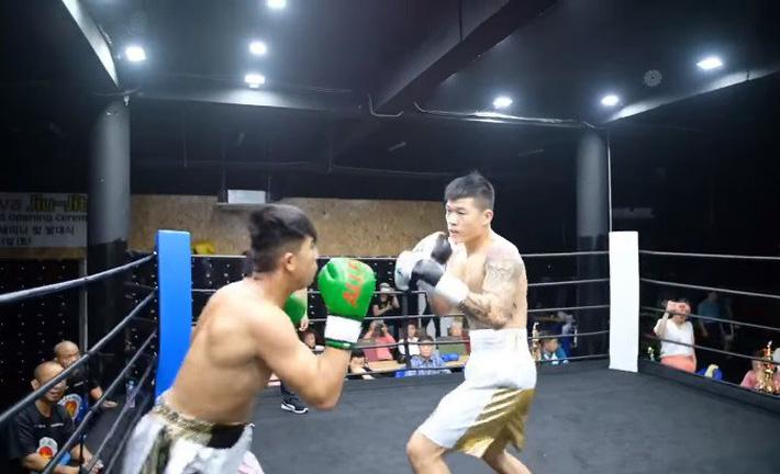Trương Đình Hoàng chê võ sĩ Hàn Quốc quá yếu, cố ý nương tay mà đối thủ vẫn phải xin thua-3
