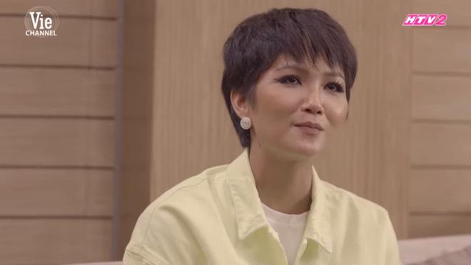 H'Hen Niê: Không bạn thân showbiz, khùng khùng, chia tay bạn trai vì khuyên bôi kem cho mặt trắng hơn-2