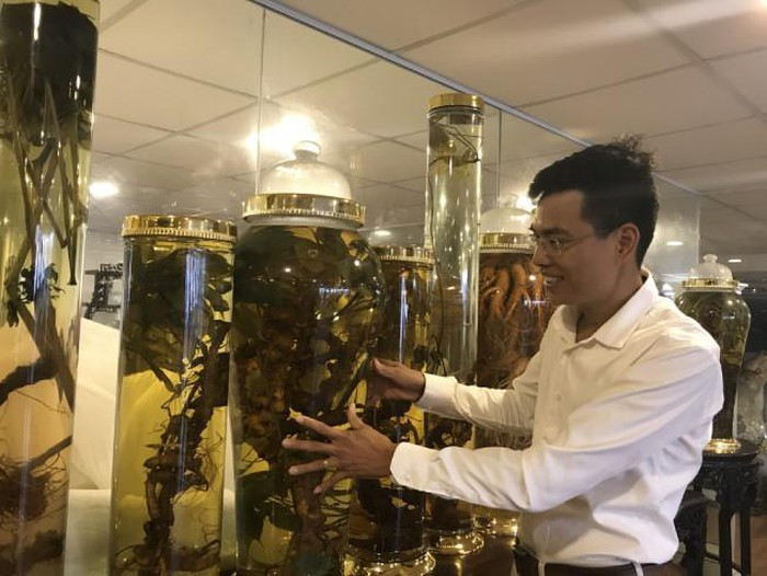 Đại gia Hà thành chi chục triệu thuê ô tô riêng chở một củ sâm quý-4