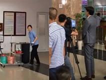 Về nhà đi con: Hé lộ cảnh cô Hạnh làm lao công bệnh viện, dân mạng đoán Thư đổ bệnh sau khi ôm con về ngoại?