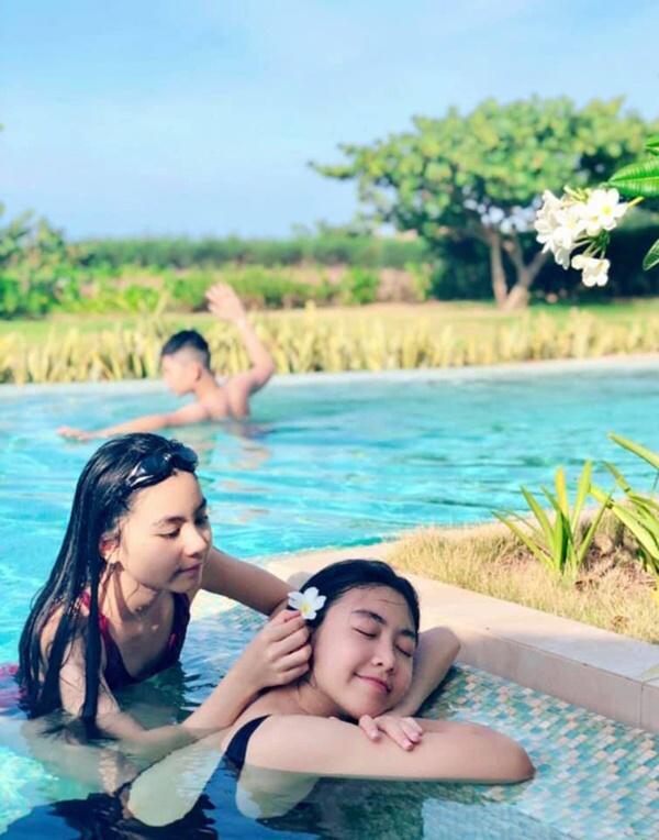 Quyền Linh khoe ảnh hạnh phúc chuẩn Gia đình kiểu mẫu Việt nhưng nhan sắc con gái lớn xinh như hoa hậu tương lai mới gây chú ý-4