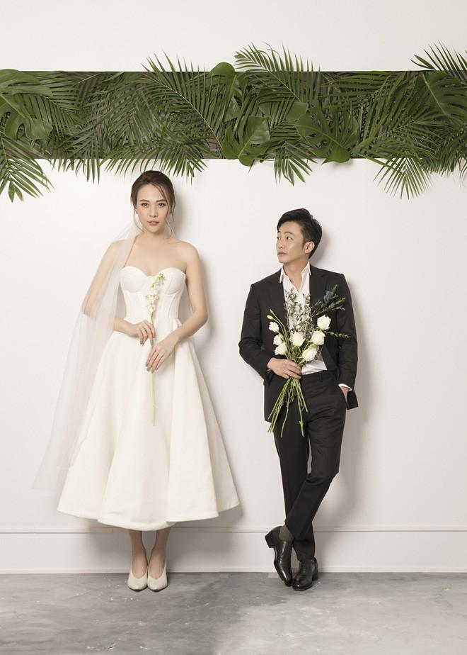 Cường Đôla hôn vợ say đắm trong loạt ảnh cưới mới, bé Subeo thân thiết nắm tay mẹ kế-6