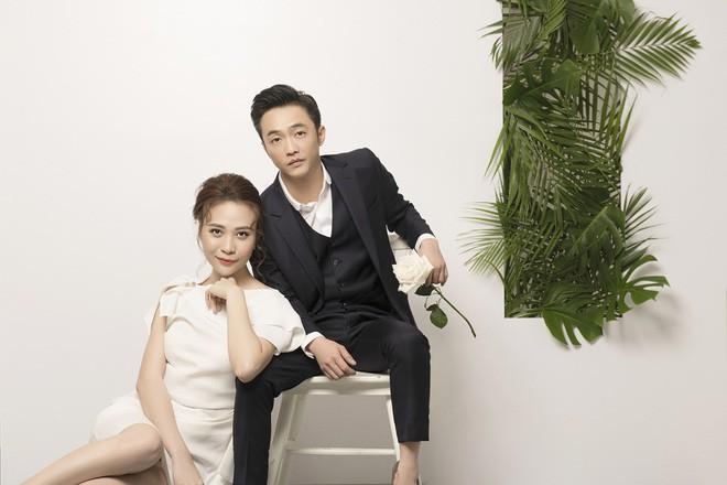 Cường Đôla hôn vợ say đắm trong loạt ảnh cưới mới, bé Subeo thân thiết nắm tay mẹ kế-8