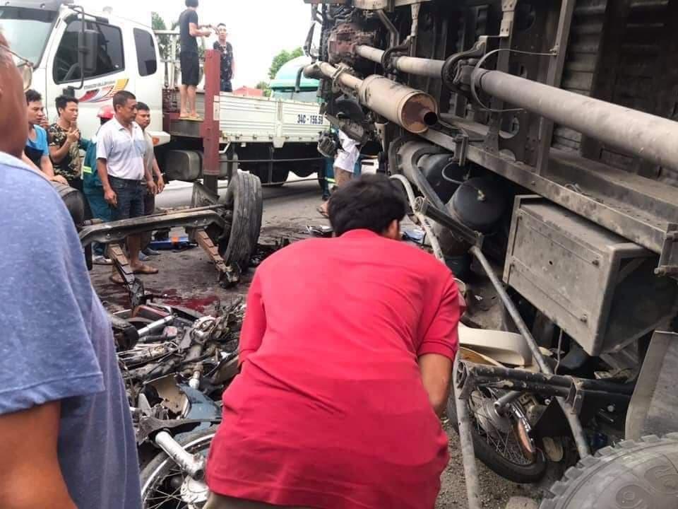 Hiện trường vụ tai nạn 5 người bị xe tải đè chết ở Hải Dương-7