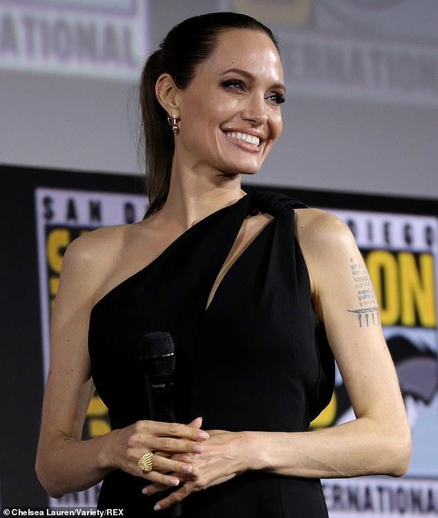Angelina Jolie gầy guộc đáng báo động khi hội ngộ dàn sao-2