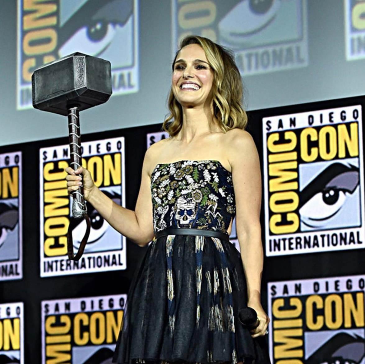 Angelina Jolie gầy guộc đáng báo động khi hội ngộ dàn sao-6