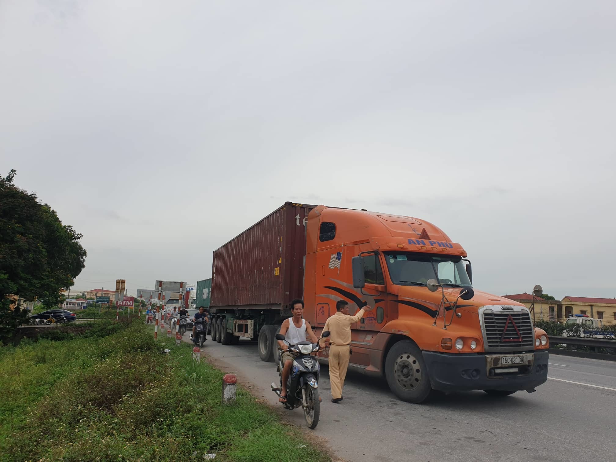 Hiện trường vụ tai nạn 5 người bị xe tải đè chết ở Hải Dương-11