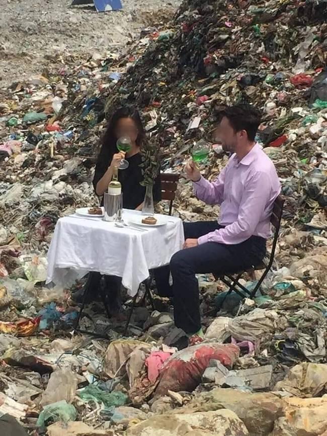 Buổi hẹn hò siêu sốc: Chàng trai thử thách bạn gái bằng cách mời ăn ở bãi rác, hội chị em khiếp vía tranh cãi nảy lửa-2