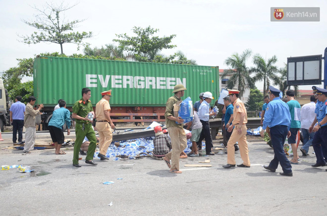 Lời khai ban đầu của tài xế xe tải lật, đè 5 người tử vong ở Hải Dương: Do xe chạy nhanh, đạp phanh không ăn-1