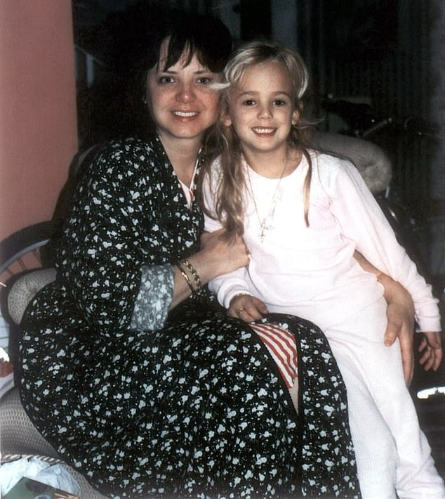 Lộ diện nghi phạm đoạt mạng hoa hậu nhí gây chấn động nước Mỹ 23 năm trước, không ai khác là tay nhiếp ảnh gia chụp ảnh cho đứa trẻ-3