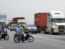 Dân Hải Dương vẫn liều mình băng qua đoạn đường vừa xảy ra tai nạn