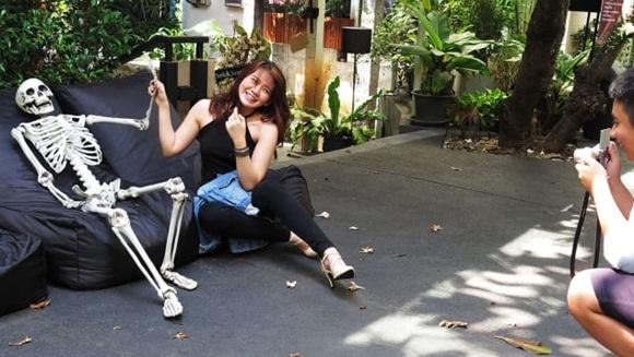 Bên trong quán cà phê chết chóc ở Thái Lan: Khách tha hồ nằm trong quan tài cảm nhận cái chết, đi dạo quanh địa ngục, chụp ảnh với hài cốt-9
