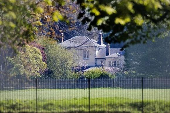 """Nhà của vợ chồng Meghan như pháo đài bất khả xâm phạm"""" sau cải tạo gây ra nhiều phản ứng trái chiều-1"""