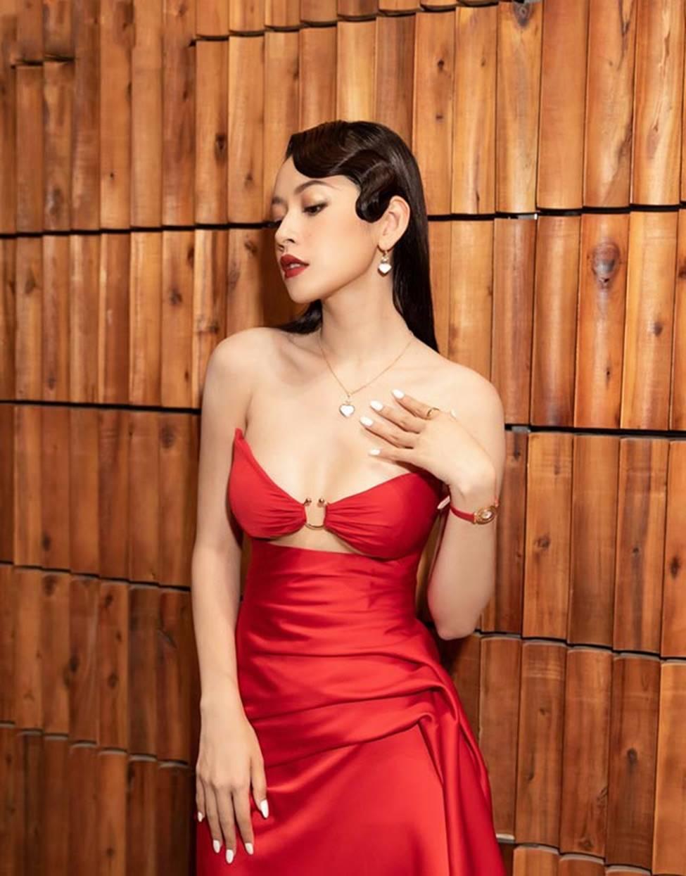 Váy trễ hút ánh nhìn của Chi Pu, Quỳnh búp bê...-4
