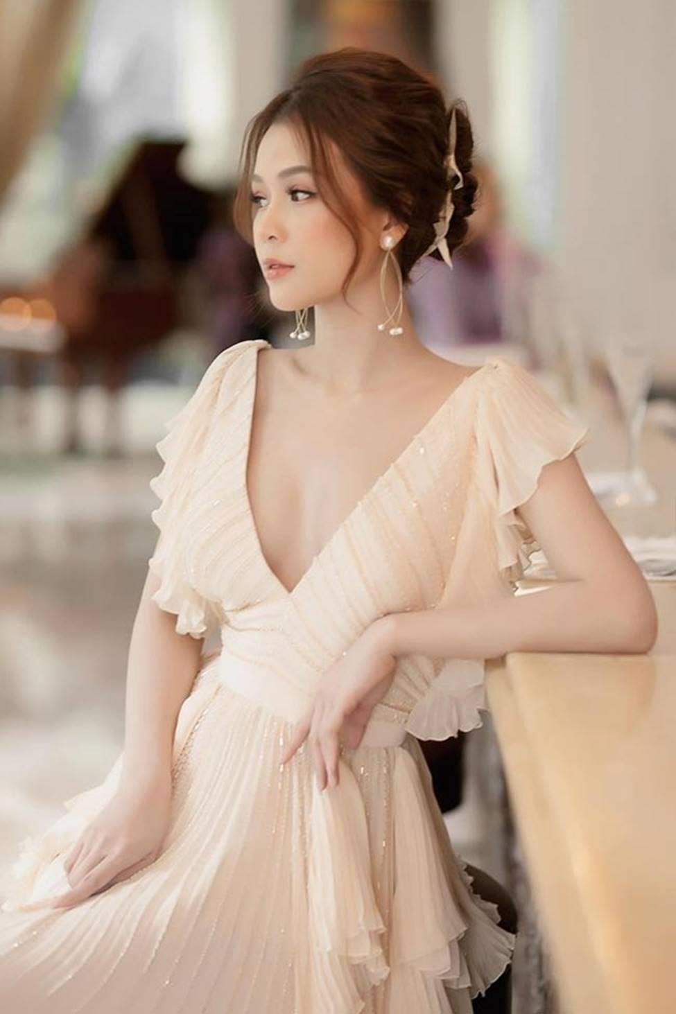 Váy trễ hút ánh nhìn của Chi Pu, Quỳnh búp bê...-11