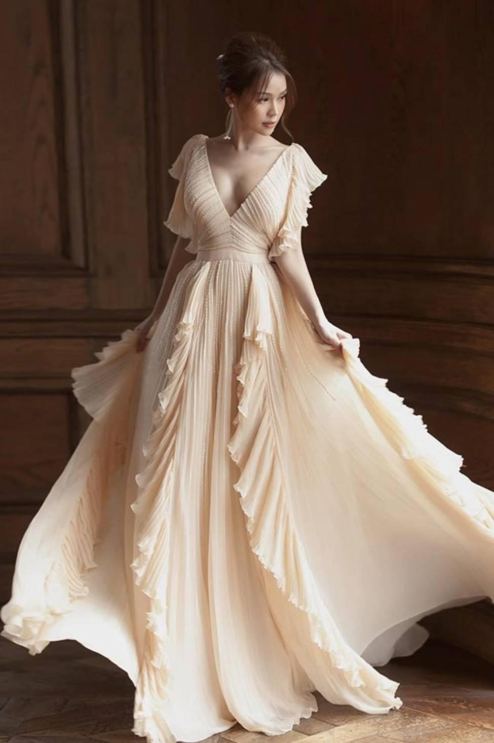 Váy trễ hút ánh nhìn của Chi Pu, Quỳnh búp bê...-12