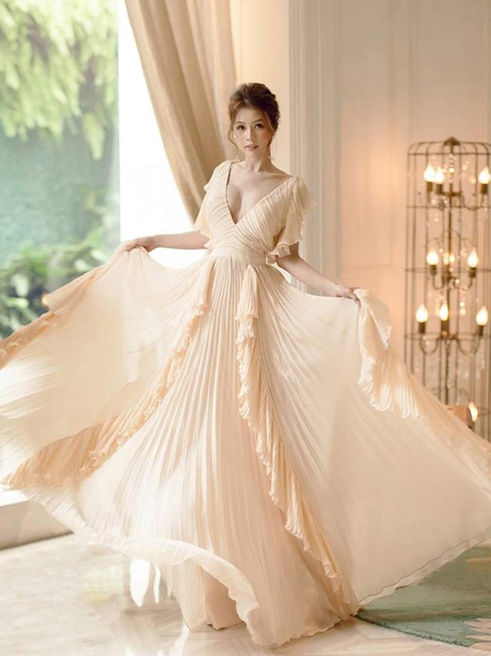 Váy trễ hút ánh nhìn của Chi Pu, Quỳnh búp bê...-13