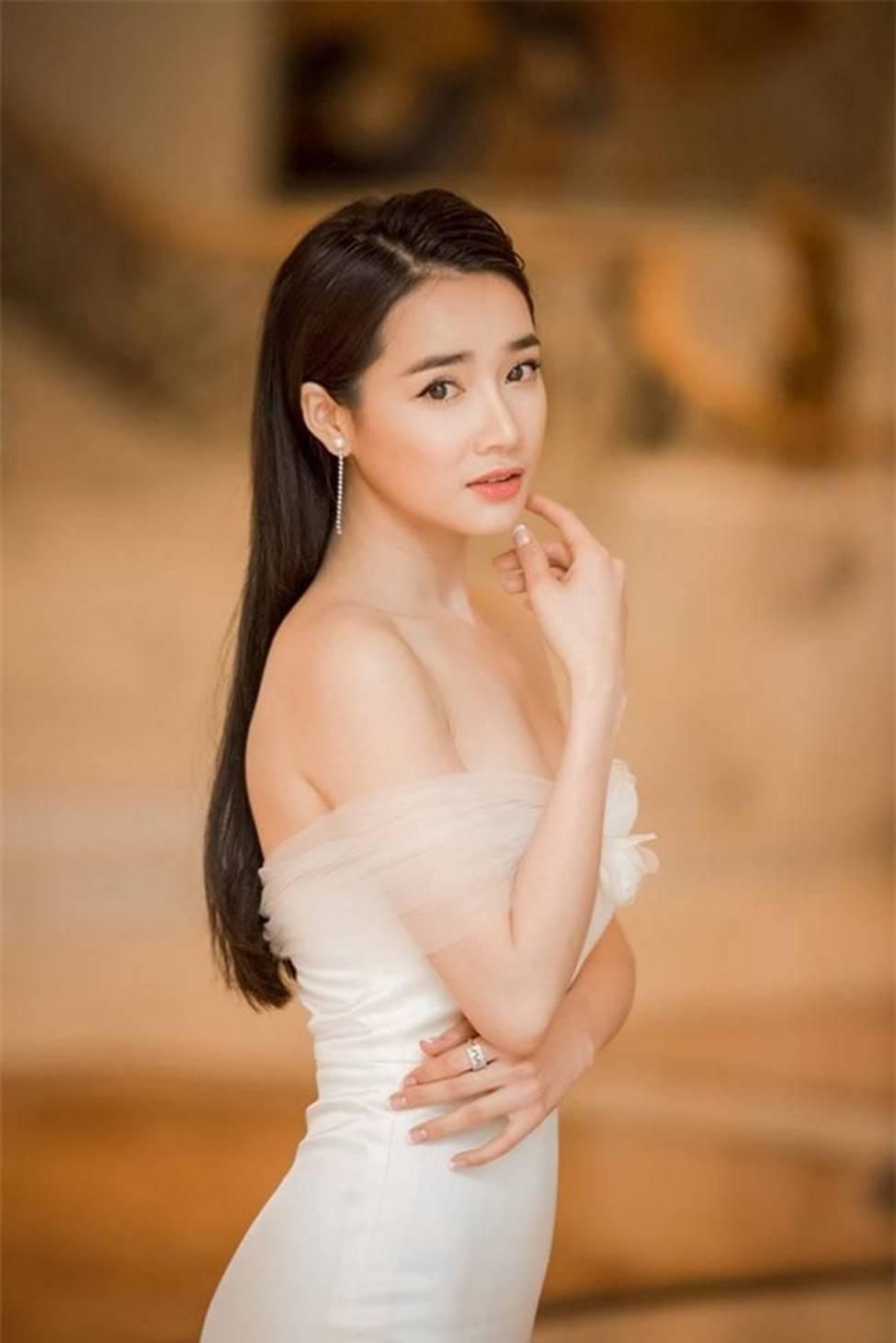 Váy trễ hút ánh nhìn của Chi Pu, Quỳnh búp bê...-16