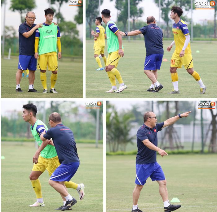 HLV Park Hang Seo đè đầu cưỡi cổ học trò trong buổi tập trước trận giao hữu với Viettel-6