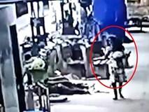 Bố mẹ ngủ say ở ga tàu, con gái 2 tuổi bị bắt cóc ngay trước mặt mà không biết