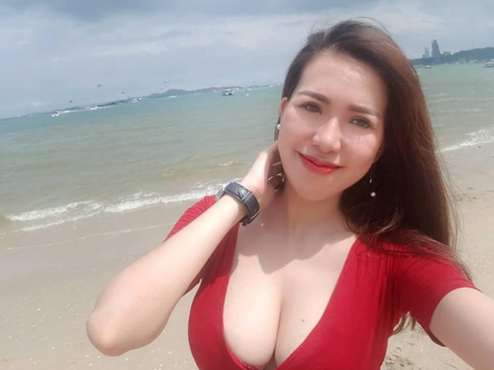 Hot girl cho con bú: Người được khen đẹp nao lòng, người bị chê phản cảm-16