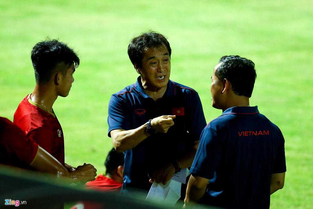 HLV Park phản ứng mạnh khi U23 Việt Nam không ghi bàn suốt 2 hiệp-7