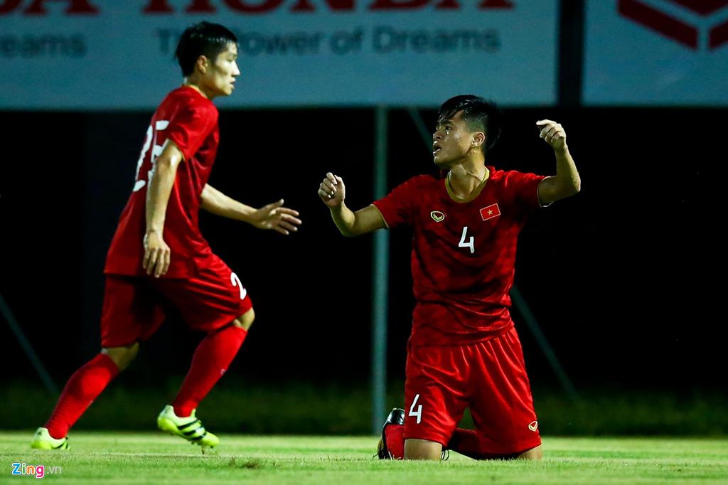 HLV Park phản ứng mạnh khi U23 Việt Nam không ghi bàn suốt 2 hiệp-11