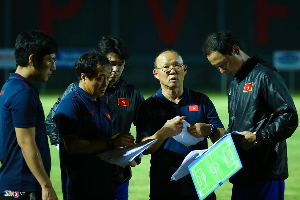 HLV Park phản ứng mạnh khi U23 Việt Nam không ghi bàn suốt 2 hiệp-12
