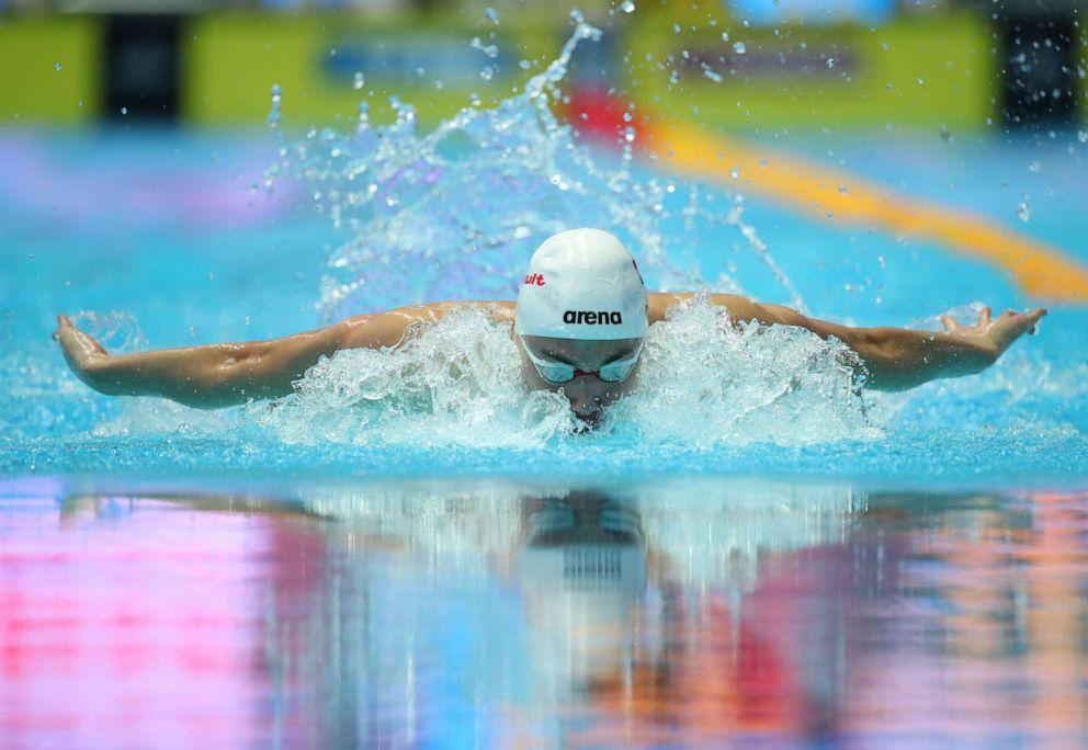 Kình ngư 19 tuổi phá kỷ lục bơi 200m bướm của Michael Phelps-2
