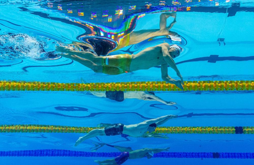 Kình ngư 19 tuổi phá kỷ lục bơi 200m bướm của Michael Phelps-3