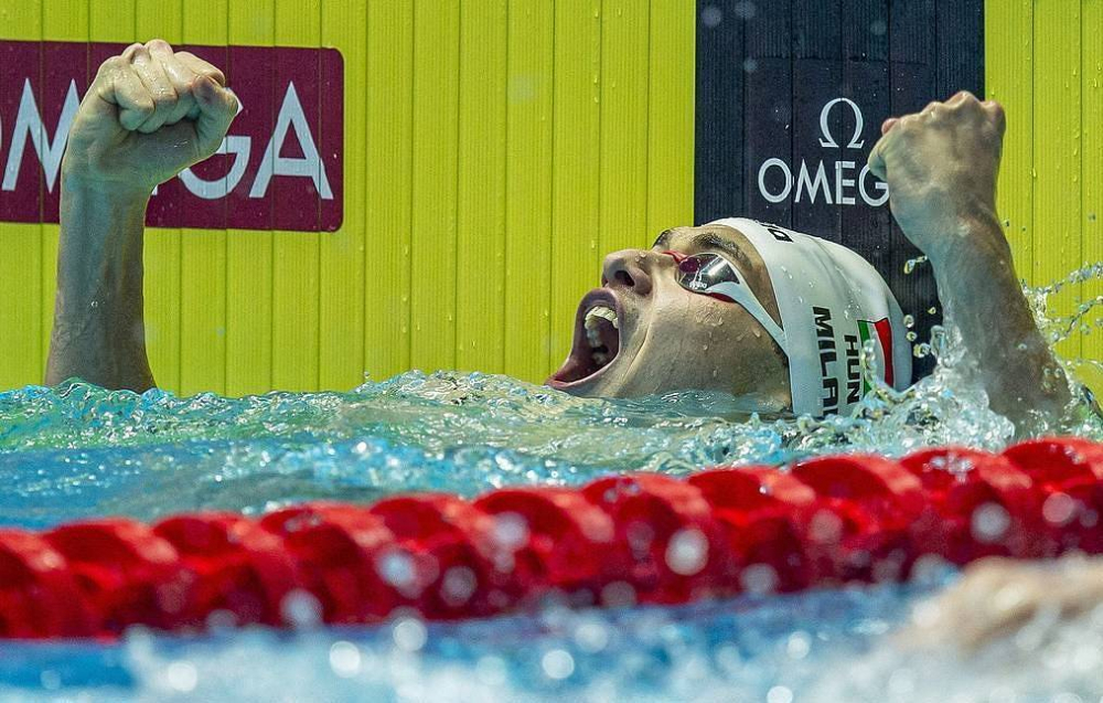 Kình ngư 19 tuổi phá kỷ lục bơi 200m bướm của Michael Phelps-6