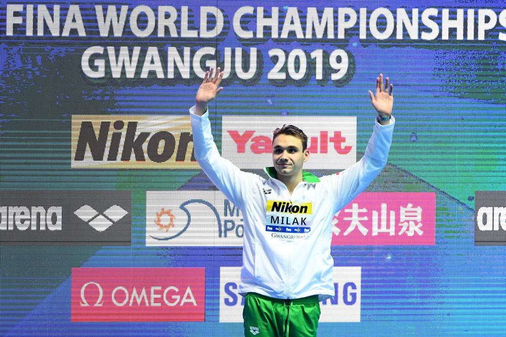 Kình ngư 19 tuổi phá kỷ lục bơi 200m bướm của Michael Phelps-9