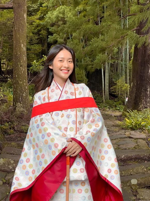 Khả Ngân khoe mặt mộc nhẹ nhàng vẫn được khen xinh như gái Nhật-4