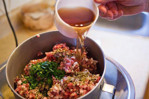 Cách làm xúc xích tươi ngon như ngoài hàng ai ăn cũng đều mê-2