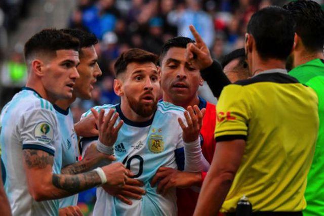 Cổ động viên Barcelona lo lắng khi Messi… vui vẻ nghỉ dưỡng-3