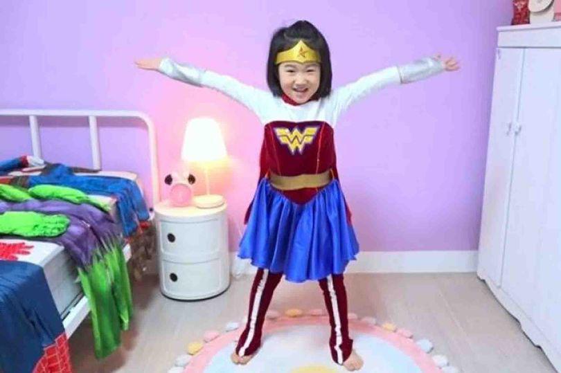 Bé gái 6 tuổi tậu nhà 186 tỷ bằng tiền tự kiếm khiến cả thế giới trầm trồ-1