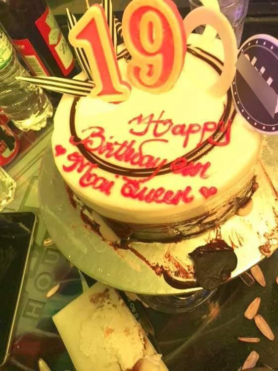Đặt bánh sinh nhật Nữ hoàng tặng người yêu, chàng trai suýt bị chia tay vì lý do dở khóc dở cười-2