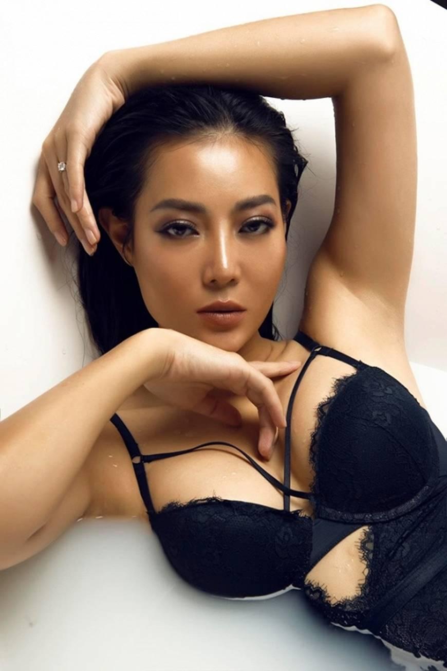 Diễn viên Thanh Hương phô trọn làn da nâu, ngực đầy trong bồn tắm-12