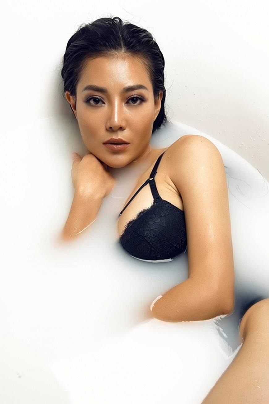 Diễn viên Thanh Hương phô trọn làn da nâu, ngực đầy trong bồn tắm-5