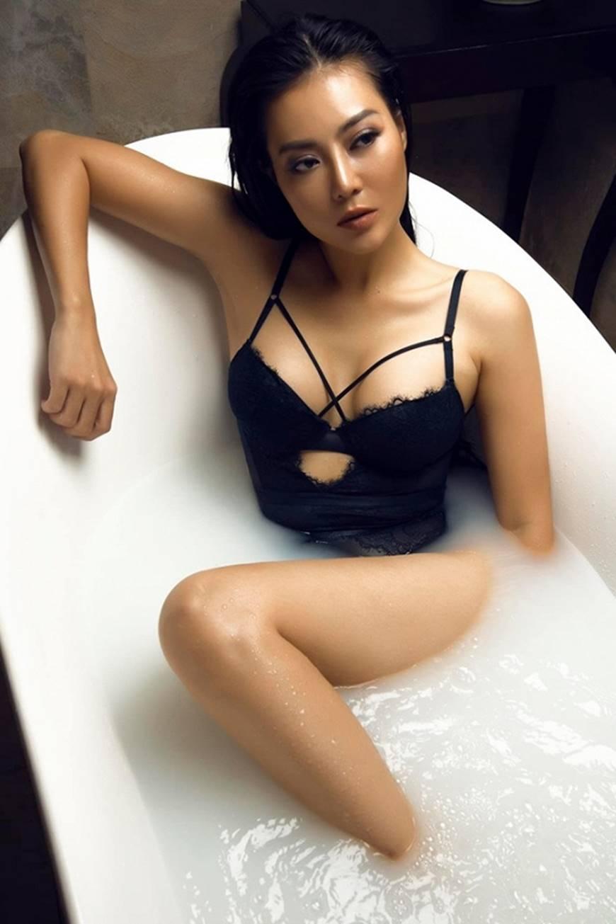 Diễn viên Thanh Hương phô trọn làn da nâu, ngực đầy trong bồn tắm-8
