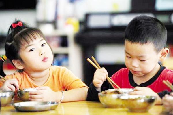4 thói quen kinh điển 99% bà mẹ mắc phải khi cho con ăn cơm khiến bé mắc bệnh dạ dày hại sức khỏe-2