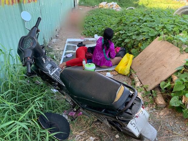"""Phẫn nộ hình ảnh 2 người phụ nữ nằm phè phỡn"""" đếm tiền, chăn dắt"""" trẻ em và nhóm giả tu hành đi ăn xin ở Sài Gòn-5"""