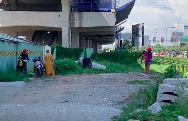 """Phẫn nộ hình ảnh 2 người phụ nữ nằm phè phỡn"""" đếm tiền, chăn dắt"""" trẻ em và nhóm giả tu hành đi ăn xin ở Sài Gòn-3"""