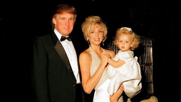 """Dư luận ngỡ ngàng với nhan sắc của mẹ Tiffany Trump, khác con gái phì nhiêu"""" một trời một vực với vẻ ngoài trẻ như gái đôi mươi-3"""