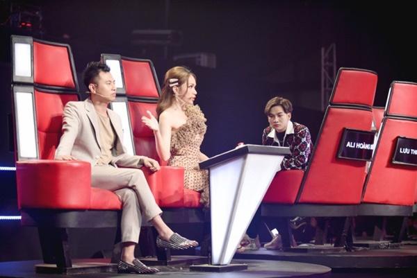 Hoa hậu Hương Giang khẩu chiến với đàn chị trên ghế nóng The Voice Kids, chưa bao giờ nàng Hậu dữ dằn đến thế-2