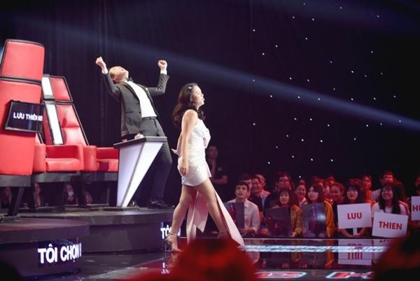 Hoa hậu Hương Giang khẩu chiến với đàn chị trên ghế nóng The Voice Kids, chưa bao giờ nàng Hậu dữ dằn đến thế-3