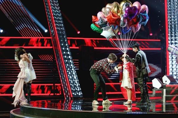 Hoa hậu Hương Giang khẩu chiến với đàn chị trên ghế nóng The Voice Kids, chưa bao giờ nàng Hậu dữ dằn đến thế-9